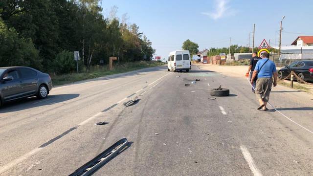 Un microbuz de rută, implicat într-un accident la Dumbrava. Trei pasageri au fost duși la spital
