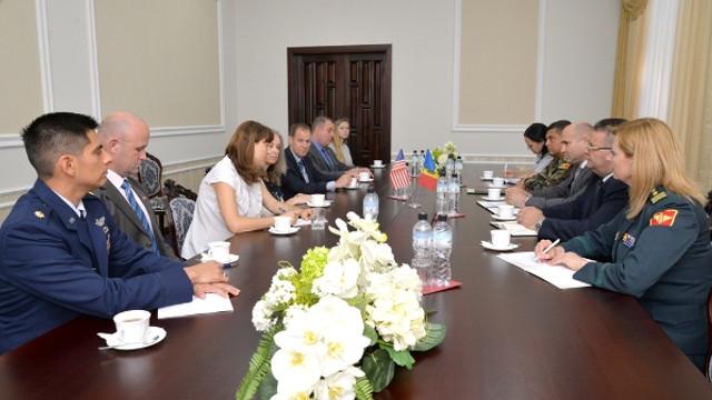 Relațiile moldo-americane în domeniul militar - subiect de discuții între ministrul Apărării și membri ai Congresului SUA