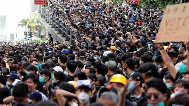 Zborurile cu plecare din Hong Kong au fost din nou anulate pe fondul continuării protestelor