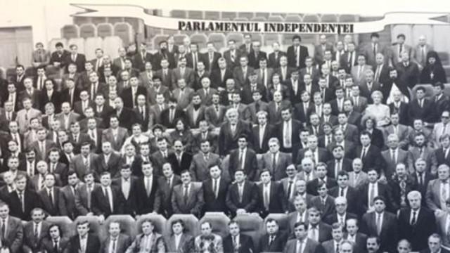 """Independența """"a căzut"""" asupra poporului R.Moldova în mod neașteptat, afirmă un deputat din primul Parlament"""