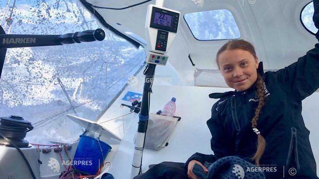 Greta Thunberg estimează că va sosi marţi în New York la bordul unui velier cu zero emisii de carbon