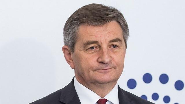 Polonia | Președintele Parlamentului își cere scuze pentru că a abuzat de avioanele speciale