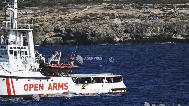 Spania trimite o navă militară pentru a prelua migranţii de pe Open Arms