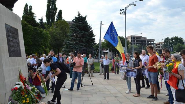 Un miting de comemorare a victimelor regimului comunist va avea loc diseară în Parcul Catedralei din Chișinău