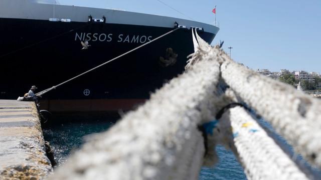 Grecia | Sute de turişti au fost evacuați de pe insula Samos, în urma unui incendiu de pădure