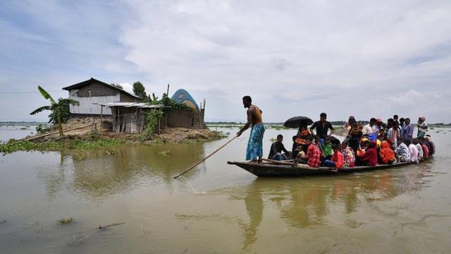 India - Inundaţiile musonice şi alunecările de teren au lăsat în urmă 190 de morţi