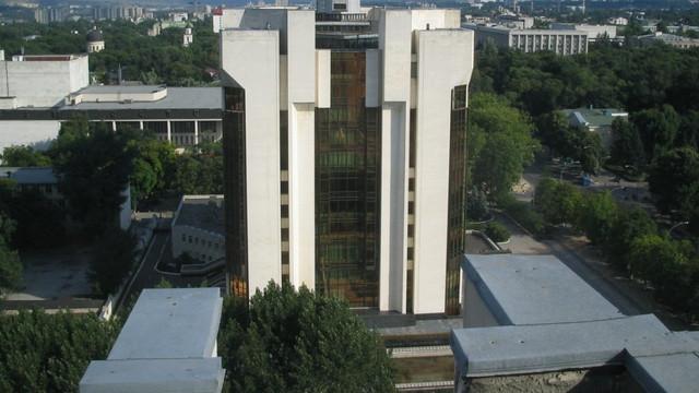 """Privilegiile pentru foștii președinți ai R.Moldova ar putea fi anulate. Vor rămâne fără birou și asistent, dar cu mașină """"la comandă"""""""