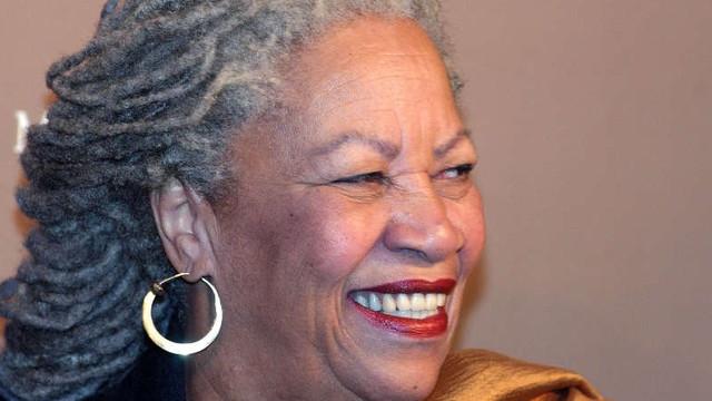 Toni Morrison, prima laureată afro-americană a premiului Nobel pentru Literatură, a murit la 88 de ani