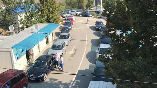 ATENȚIE | Flux excesiv de mașini la graniță, mai ales pe direcția spre Ucraina