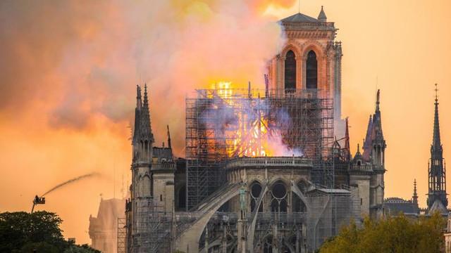 Notre-Dame este încă în pericol de a se prăbuşi după incendiul din aprilie (autorităţi)