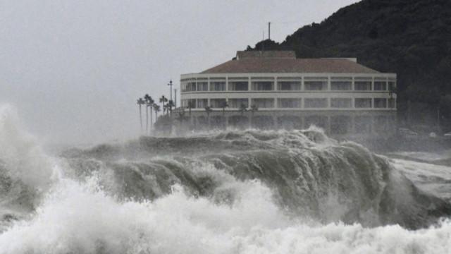 Taifunul Krosa a lovit vestul Japoniei