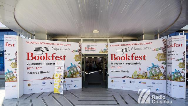 Bookfest în IMAGINI   Cărțile de pe ambele maluri ale Prutului s-au întâlnit la Chișinău