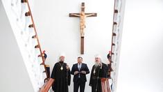 O dezvelire de Crucifix la MAI a făcut posibilă prezența ambilor mitropoliți ortodocși din Republica Moldova