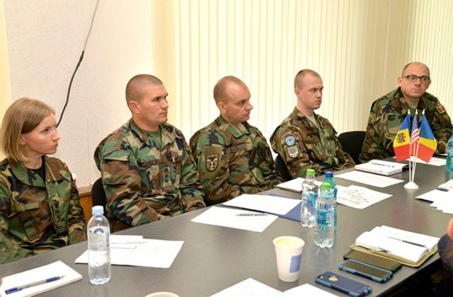 Juriştii Armatei Naţionale, asistaţi de experţi din SUA şi România în elaborarea unui manual în drept operaţional