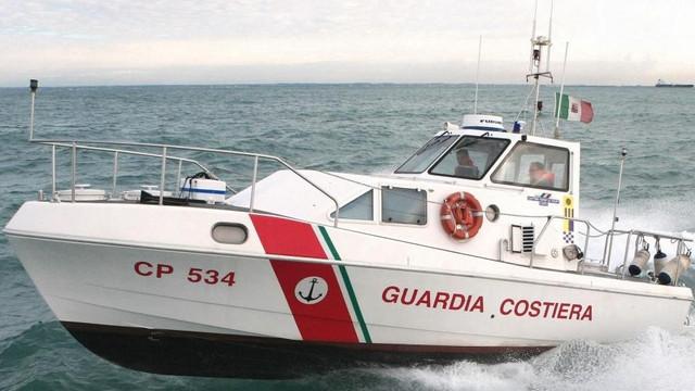 Autorităţile malteze au refuzat să preia 90 de migranţi salvaţi de Paza de coastă italiană