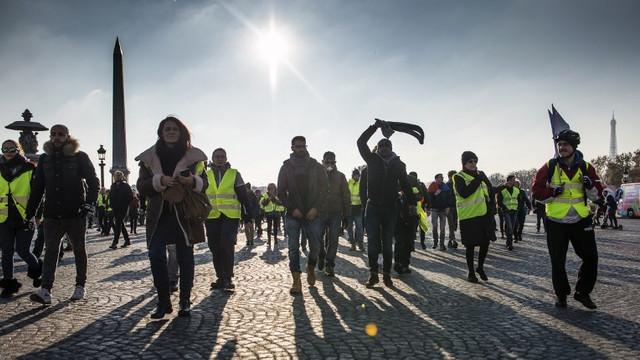 """Zeci de """"veste galbene"""", arestate la Paris, unde au încercat să profite de un protest cu privire la climă"""
