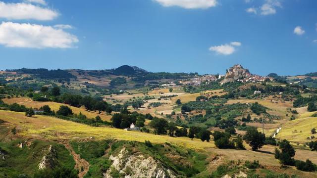 O regiune din Italia oferă mii de euro celor care vor să se mute acolo