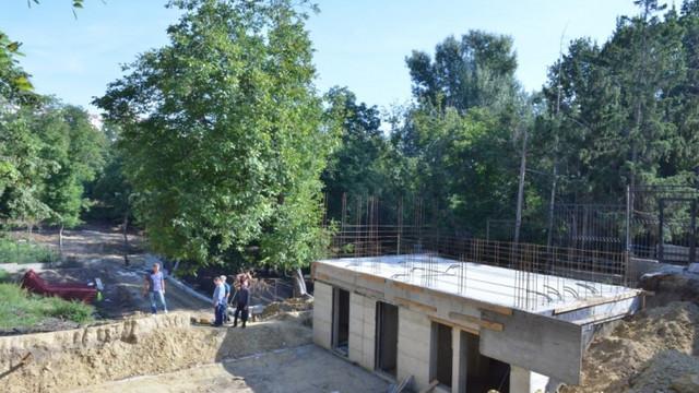 FOTO | Urșii de la Grădina Zoologică vor avea o nouă volieră, cu bazin, copaci și spațiu verde