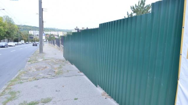 FOTO | În Parcul Dendrariu va fi amenajată o nouă intrare pentru public. Lucrările sunt în desfășurare