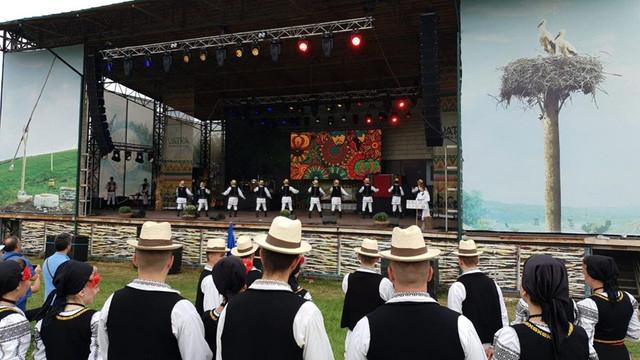 FOTO   Festivalul Românilor de Pretutindeni la Vatra: Culoare, muzică și bucate, la poalele Codrilor Moldovei