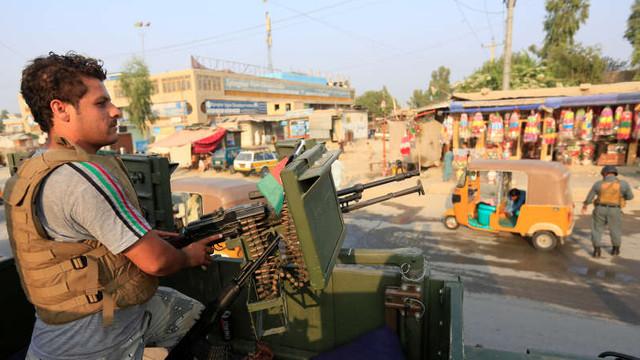 Alegeri prezidenţiale în Afganistan, sâmbătă, sub ameninţarea atentatelor şi a fraudei