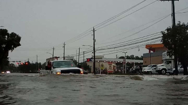 SUA - Doi morţi, case inundate în Houston în urma trecerii furtunii tropicale Imelda