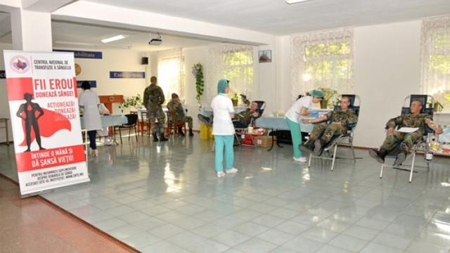 Mai mulți militari au donat voluntar