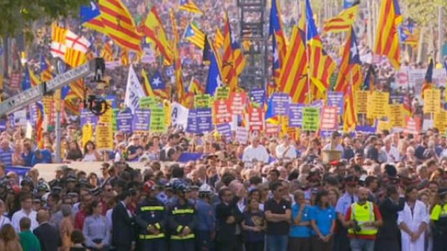 Sute de mii de persoane au protestat la Barcelona pentru a cere independenţa regiunii Catalonia faţă de Spania