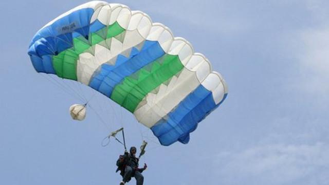 INCIDENT AVIATIC: Două avioane militare americane aproape de coliziunea cu doi paraşutişti, în Marea Britanie
