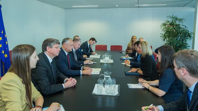 Igor Dodon i-a comunicat Înaltului Reprezentant al UE, Federica Mogherini, despre propunerea lui Serghei Șoigu de a demara lichidarea munițiilor din regiunea transnistreană