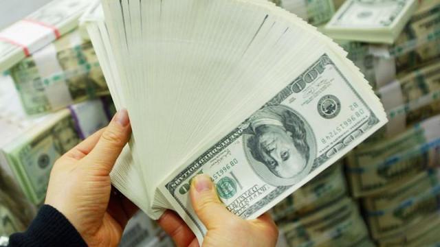 O eroare a băncii a pus 120.000 de dolari în contul unui cuplu. Bărbatul și femeia s-au pus pe cheltuit