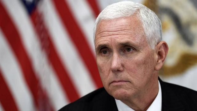 SUA | Democraţii anunță o anchetă asupra cazării lui Mike Pence la un hotel al lui Trump în Irlanda