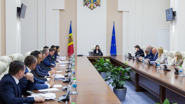 Membrii Consiliului de coordonare a politicilor anticorupție și reformei justiției, întruniți în prima ședință