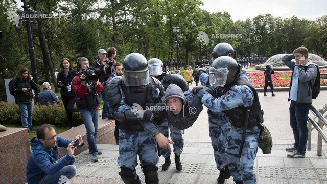 Rusia: Justiţia îi condamnă la pedepse grele pe unii manifestanţi şi relaxează acuzaţiile împotriva altora