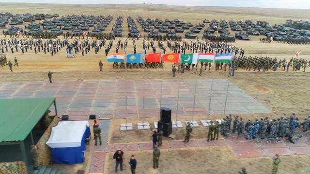 Circa 130.000 de militari, în manevre multinaționale în Rusia