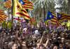 Liderii catalani condamnaţi la ani grei de închisoare fac apel la încetarea protestelor violente din Catalonia
