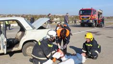 FOTO | Sute de salvatori și pompieri au fost ridicați de alertă