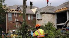 SUA - O tornadă a afectat nordul Dallas-ului, lăsând peste 100.000 de case şi sedii de firme fără electricitate