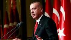 Turcia suspendă operaţiunile militare din Siria