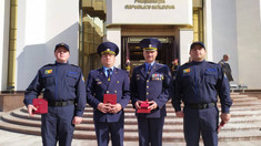 Patru salvatori au fost decoraţi cu distincţii de stat de către Igor Dodon