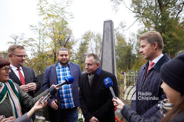 FOTO | Cum arată monumentele funerare renovate din Cimitirul Catolic ale polonezilor care au trăit în această regiune acum 100 de ani
