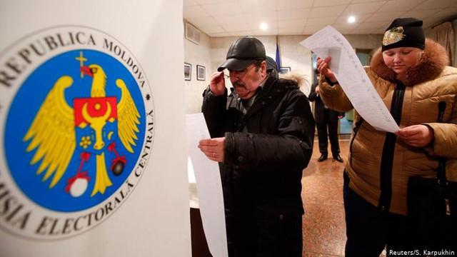 Peste trei mii de persoane candidează pentru mandate de primar, aproximativ câte 4 candidați pentru o funcție