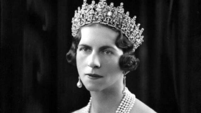 Eveniment istoric: Regina-Mamă Elena este reînhumată la Curtea de Argeş, alături de fiul ei, Regele Mihai