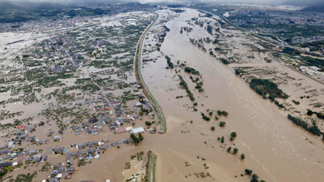 Bilanţul taifunului Hagibis care a lovit Japonia şi a provocat inundaţii şi alunecări de teren a ajuns la 70 de morţi