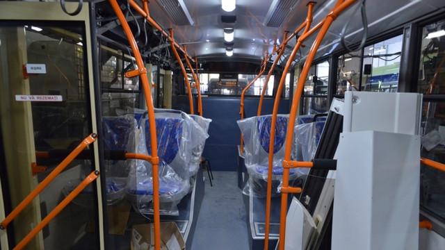 FOTO | Troleibuzele noi, cu aer condiționat, camere video în interior și prize USB la scaune sunt asamblate în prezent la RTE Chișinău