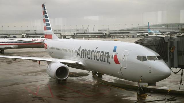 Un avion a aterizat de urgență la Dublin după ce mai mulți pasageri au inhalat o substanță toxică