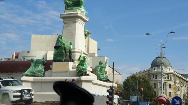 Monumentul lui I.C. Brătianu a revenit în Piaţa Universităţii din București. Vechiul ansamblu a fost topit de comuniști