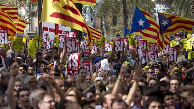 VIDEO | Manifestații violente în Barcelona: Confruntări între forțele de ordine spaniole și zeci de mii de militanți catalani