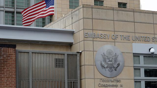 Trei diplomaţi americani reținuți în Rusia