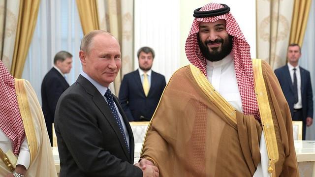 Vladimir Putin efectuează prima sa vizită în Arabia Saudită de peste zece ani, într-un context favorabil